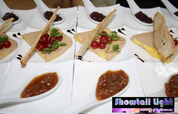 Dressage entrée foie gras et ses compotée de figue et d'oignons et sa tartine croustillante