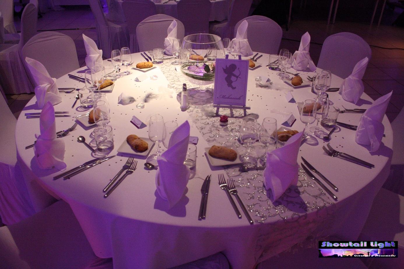 décoration de table de réception sur le thème ange